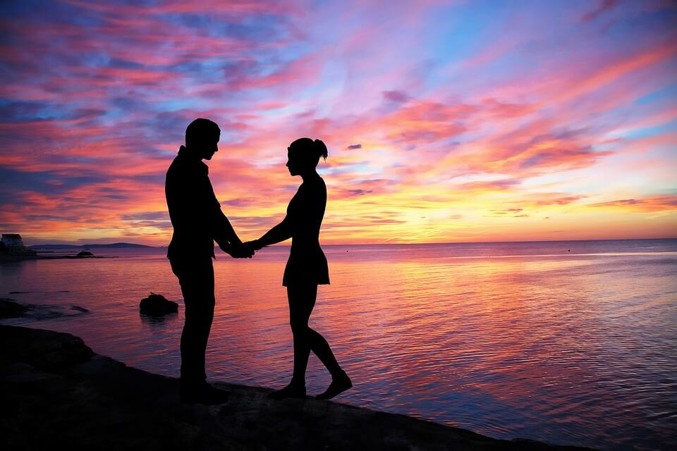 couple holding in sunset