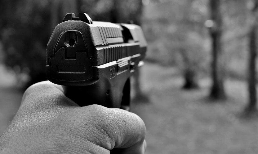 aiming pistol