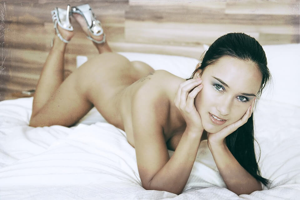 nude girl on bed